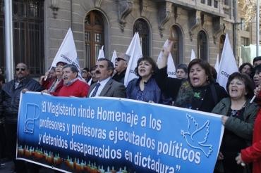 MAGISTERIO RINDE HOMENAJE A PRESIDENTE SALVADOR ALLENDE