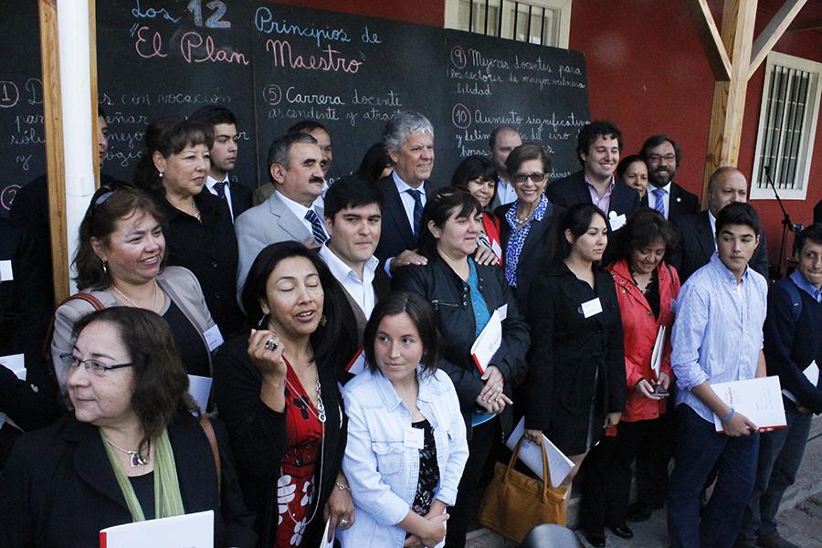MINISTRO EYZAGUIRRE RECIBE PROPUESTAS DE EL PLAN MAESTRO