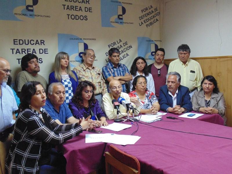 DIRIGENTES COMUNALES, PROVINCIALES Y REGIONALES DEL COLEGIO DE PROFESORES  ENTREGAN SU RESPALDO AL ACUERDO