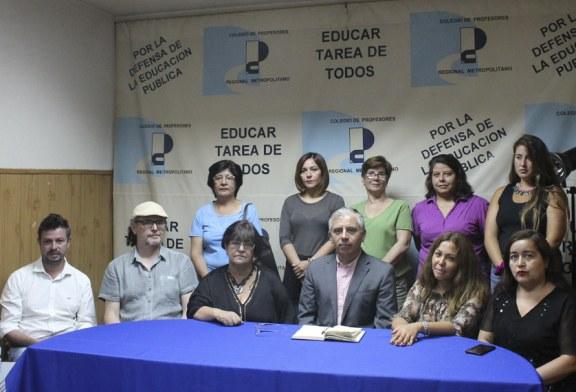 Profesores enfermos y despedidos de Lo Espejo encabezan denuncia ante la prensa