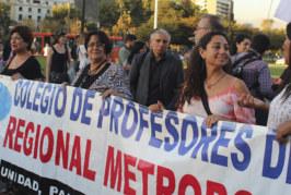 Profesoras marcharon en Día Internacional de la Mujer