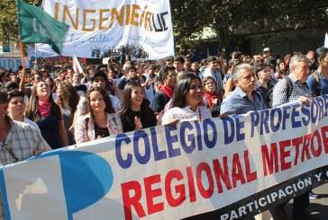 Profesores presentes en masiva marcha por la Educación