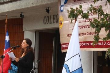 Concurrido homenaje a Manuel Guerrero en las afueras del Colegio de Profesores