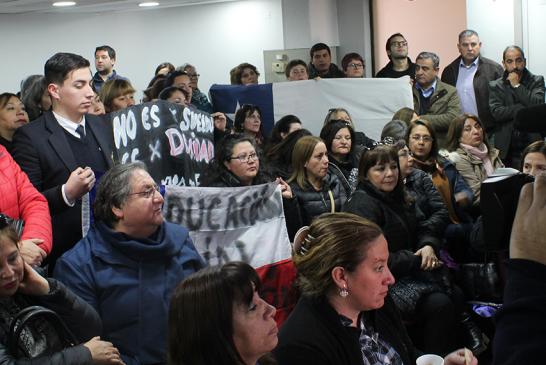 Profesores de San Fernando llegan a Santiago a exigir solución tras reportajes televisivos que masificaron su denuncia