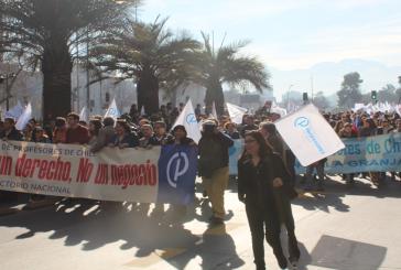 Miles marchan y copan la Alameda durante el Paro Nacional Docente y se anuncia histórica movilización a Valparaíso