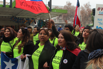 Profesores de San Fernando llegan a Santiago a pie para entregar cartas a autoridades