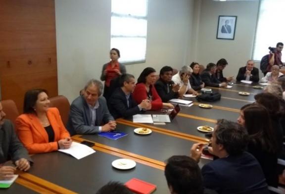 Mesa de Sector Público decide no movilizarse mientras mantiene negociaciones con el Ejecutivo