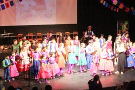 CERRO NAVIA: Emocionante obra en homenaje a Violeta Parra cierra año escolar en Escuela 'Leonardo Da Vinci'