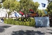 Masiva manifestación frente a la I. Municipalidad de Providencia demanda reintegro de docentes despedidos