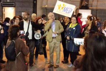 Miles de educadores diferenciales protestaron en las plazas de la región