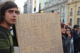 Protesta en las afueras del Municipio de Santiago dice No al cierre del Amunátegui