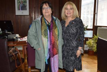 Dirigenta Patricia Muñoz se entrevista con autoridades del SENAMA