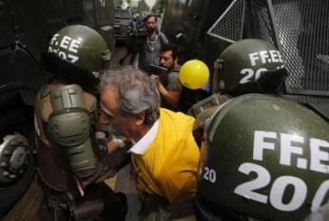 Con fuerte represión se desarrolla día de acción contra las AFP