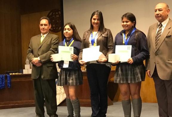 Profesora y estudiantes de 8º básico de Independencia ganan concurso de ciencias y viajarán a los Emiratos Árabes