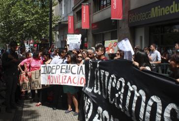 Profesores de Independencia se movilizan hasta el Ministerio de Educación