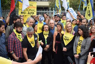 No + AFP entrega a parlamentarios proyecto previsional y convoca a marchar el 31
