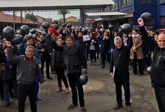 Despidos arbitrarios en colegio de La Pintana generan movilización de comunidad educativa