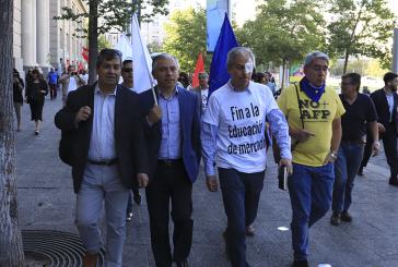 Tras 40 días de protesta Ministro Blumel acepta reunirse con Unidad Social