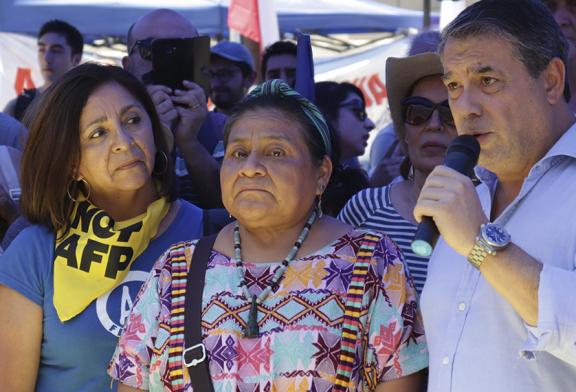 Visita de Rigoberta Menchú marcha Día de los DDHH en Campamento Dignidad