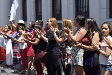 La demanda por paridad en Convención Constituyente se exige en las calles