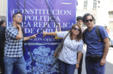 Anillo humano rodea el Ex Congreso exigiendo el fin de las AFP