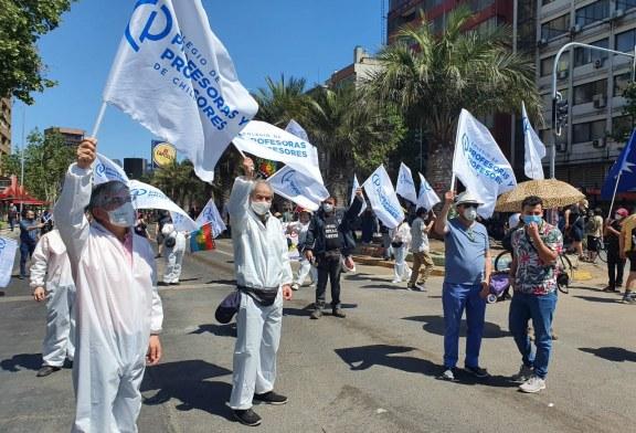 Sin violencia: Colegio de Profesoras y Profesores se manifiestan en el primer aniversario del despertar de Chile