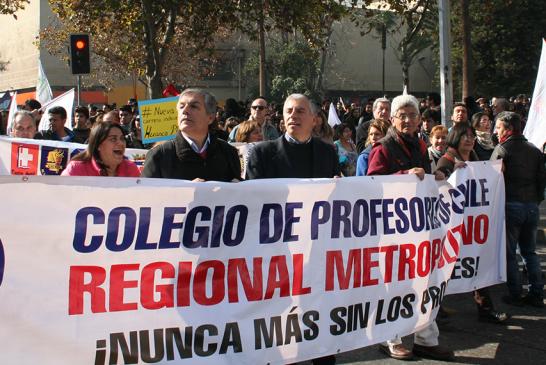 Miles marchan en paralelo a cuenta pública del Gobierno