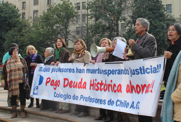Un jueves más frente a La Moneda luchando por el pago de la Deuda Histórica