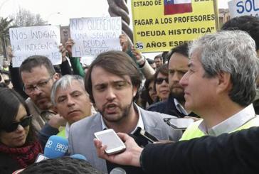 Con recepción de Alcalde Sharp, diputados y de cientos de profesores se cerró 'Marcha de la Decencia' en Valparaíso