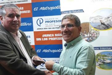 Profesor cobra su premio por el Día del Profesor y viaja a Iquique