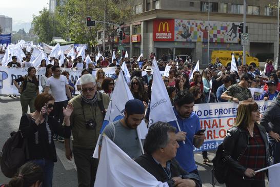 Paro Nacional Docente convoca a más de 30 mil en el centro de Santiago y una adhesión del 75%