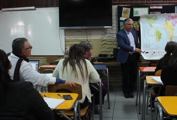 Pdte. Metropolitano dicta charla pedagógica en Escuela de Santiago