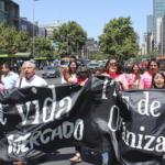 Profesores de Independencia marchan hasta la Universidad Católica