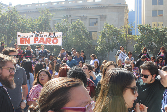 Profesores de Lampa marchan hasta La Moneda